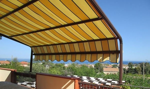 Pergolati e coperture amovibili su balconi e terrazzi privati